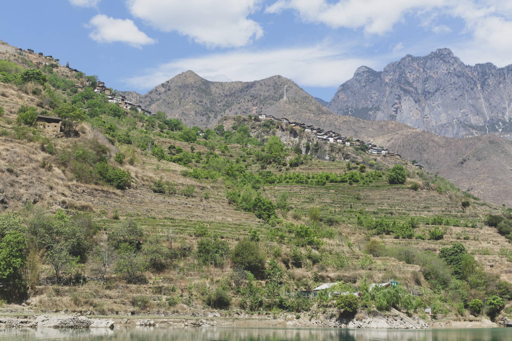 Village de Baoshan depuis le fleuve Yangzi
