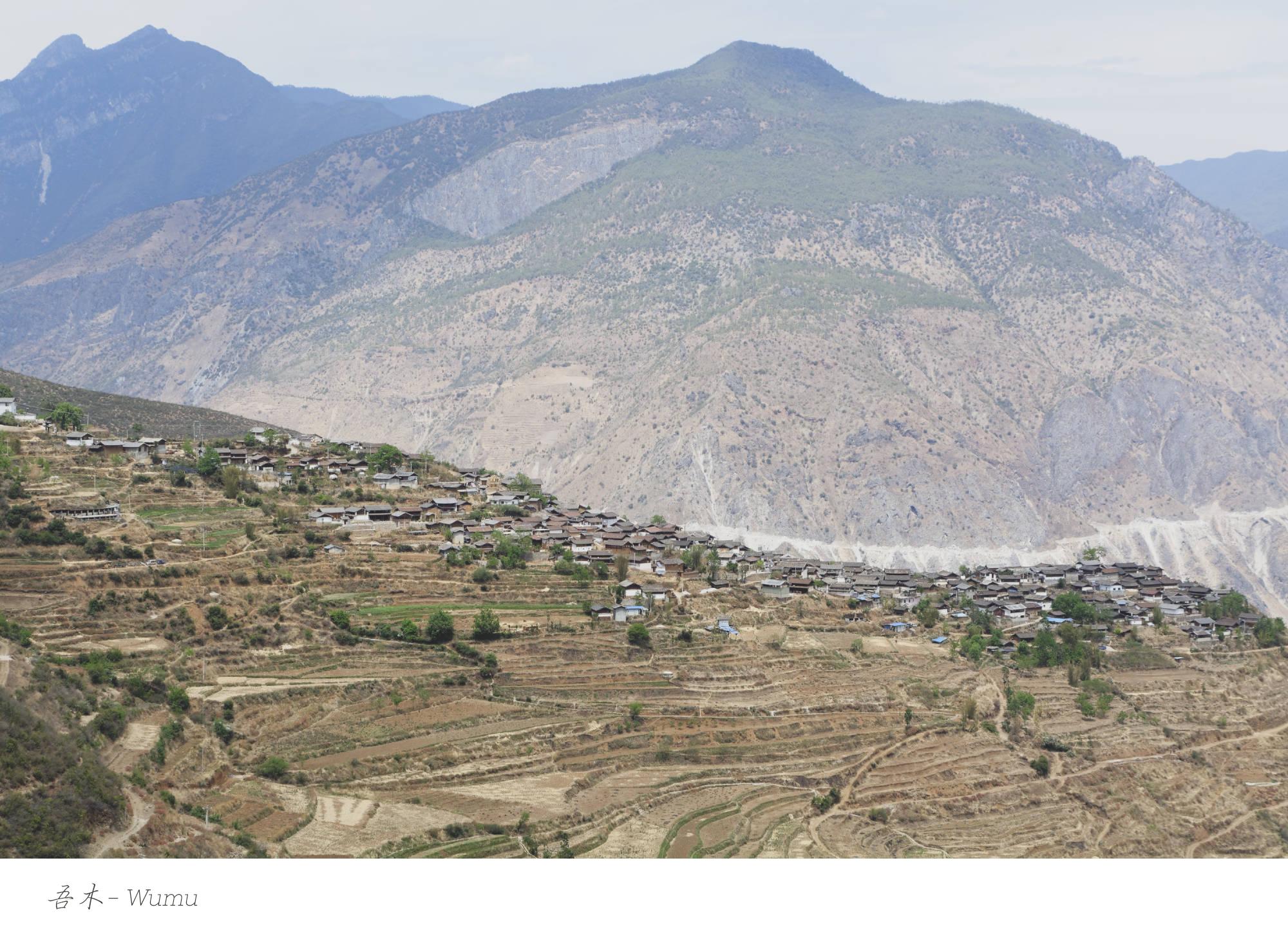 Village de Wumu perché sur un éperon rocheux