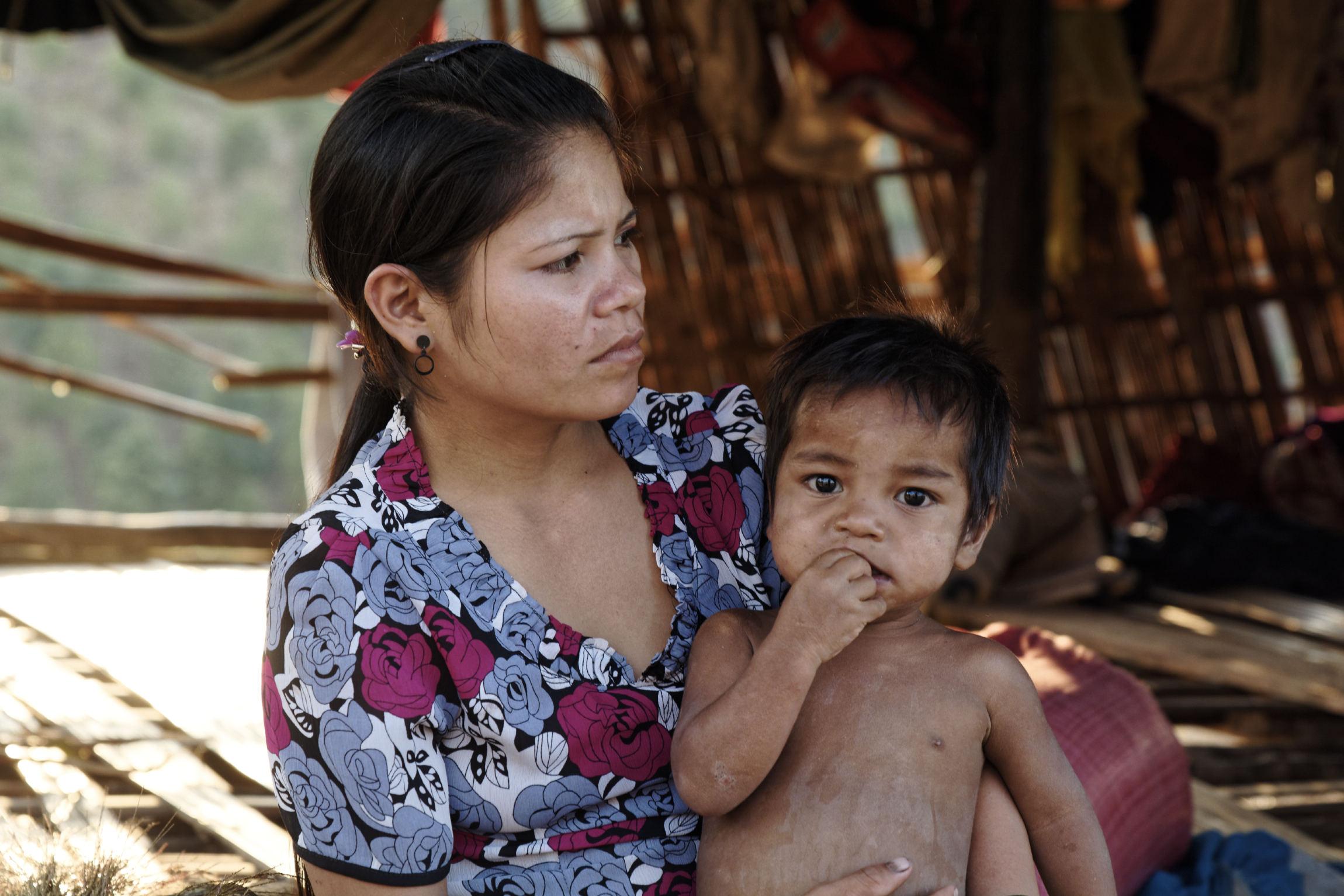 Femme et enfant Kon Knoh Kontum
