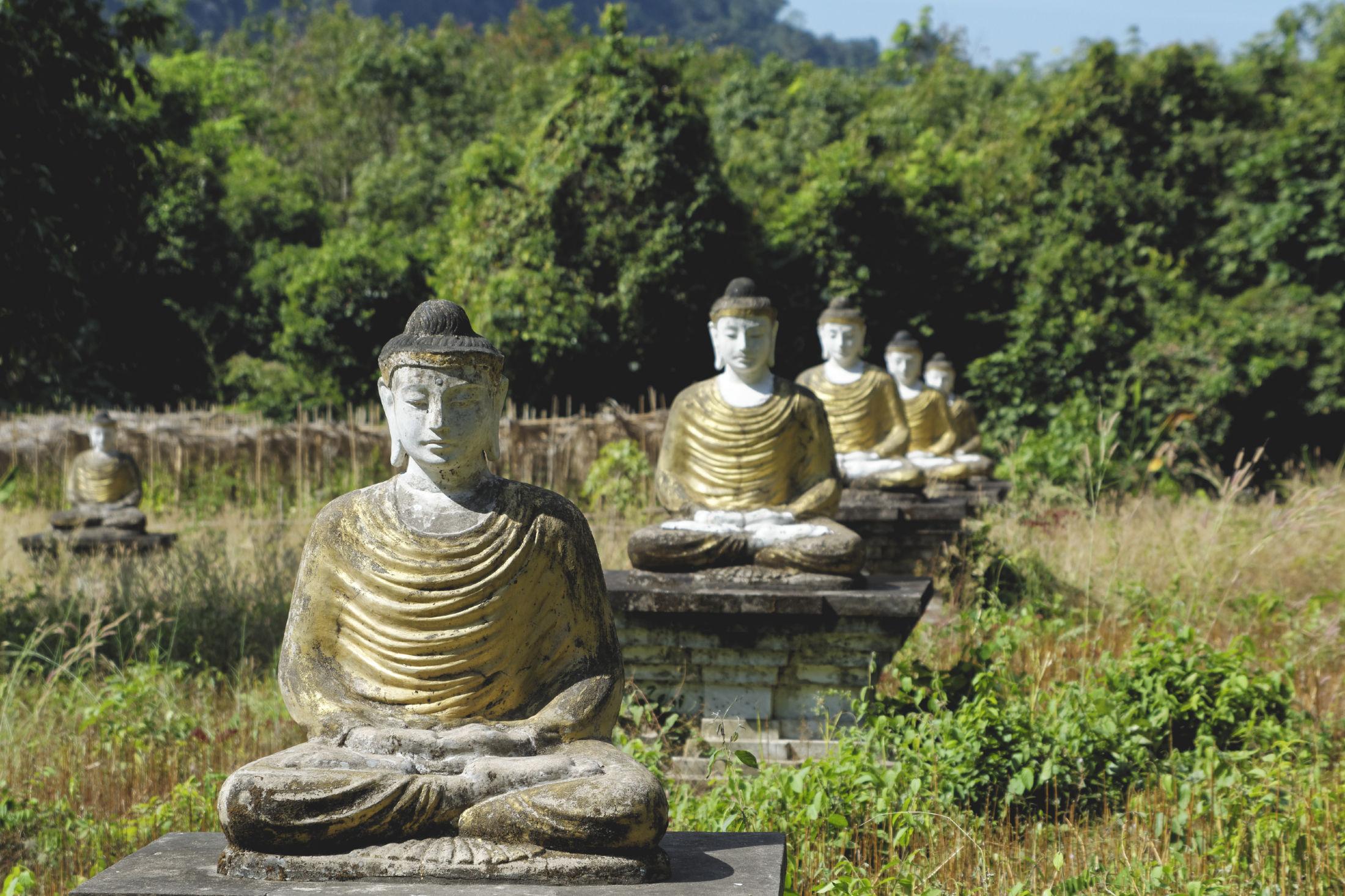 Lumbini Garden bouddhas méditatifs
