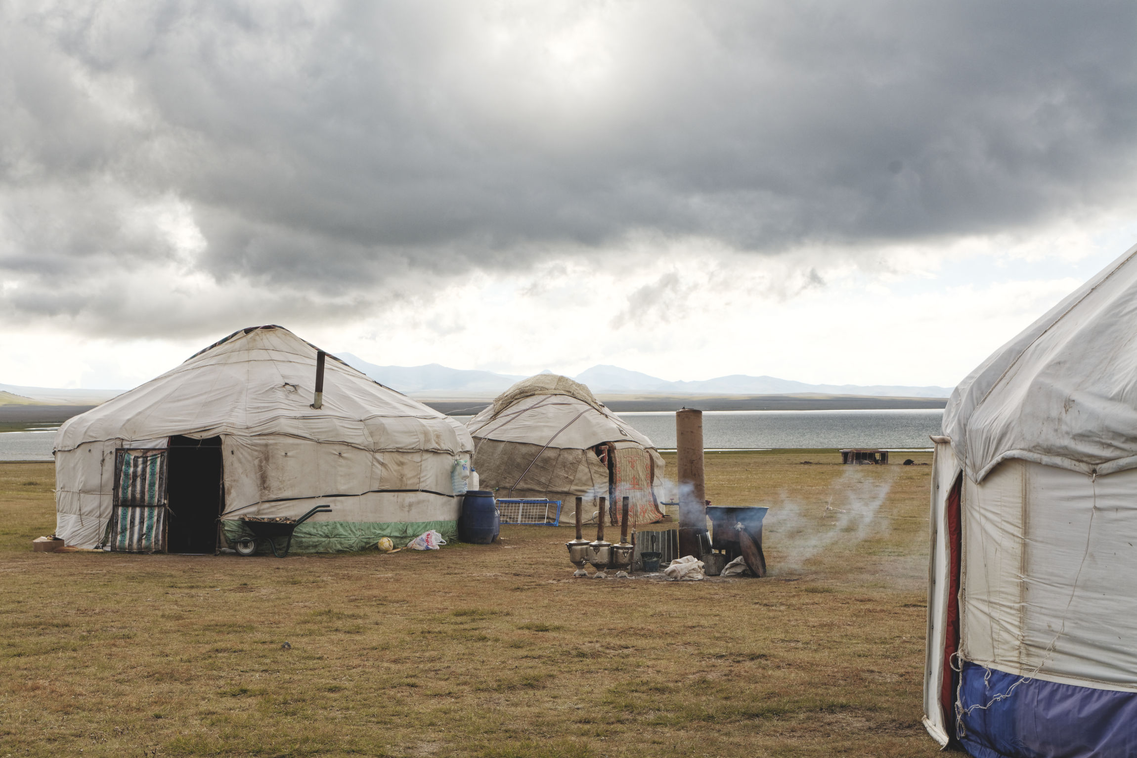 Yourtes lac Song Kul Kirghizstan