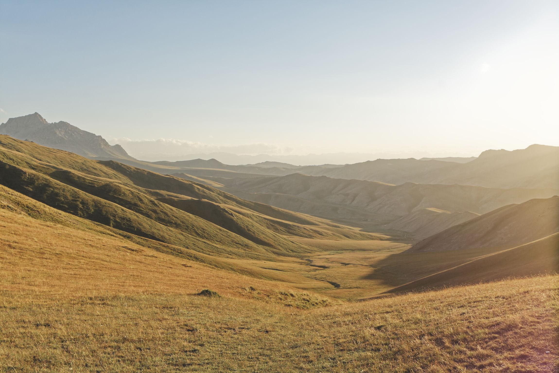 Coucher de soleil au-dessus de Tash Rabat Kirghizstan