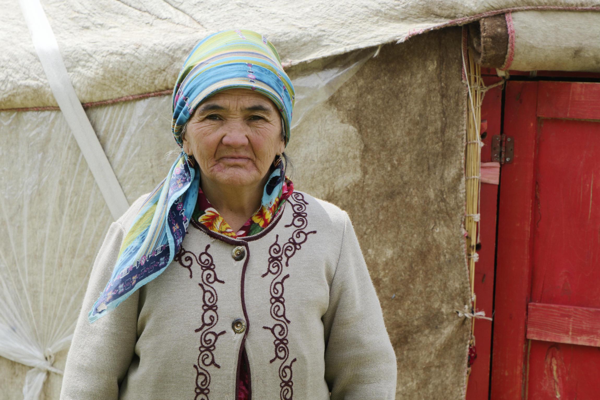 Vieille femme Kirghizstan