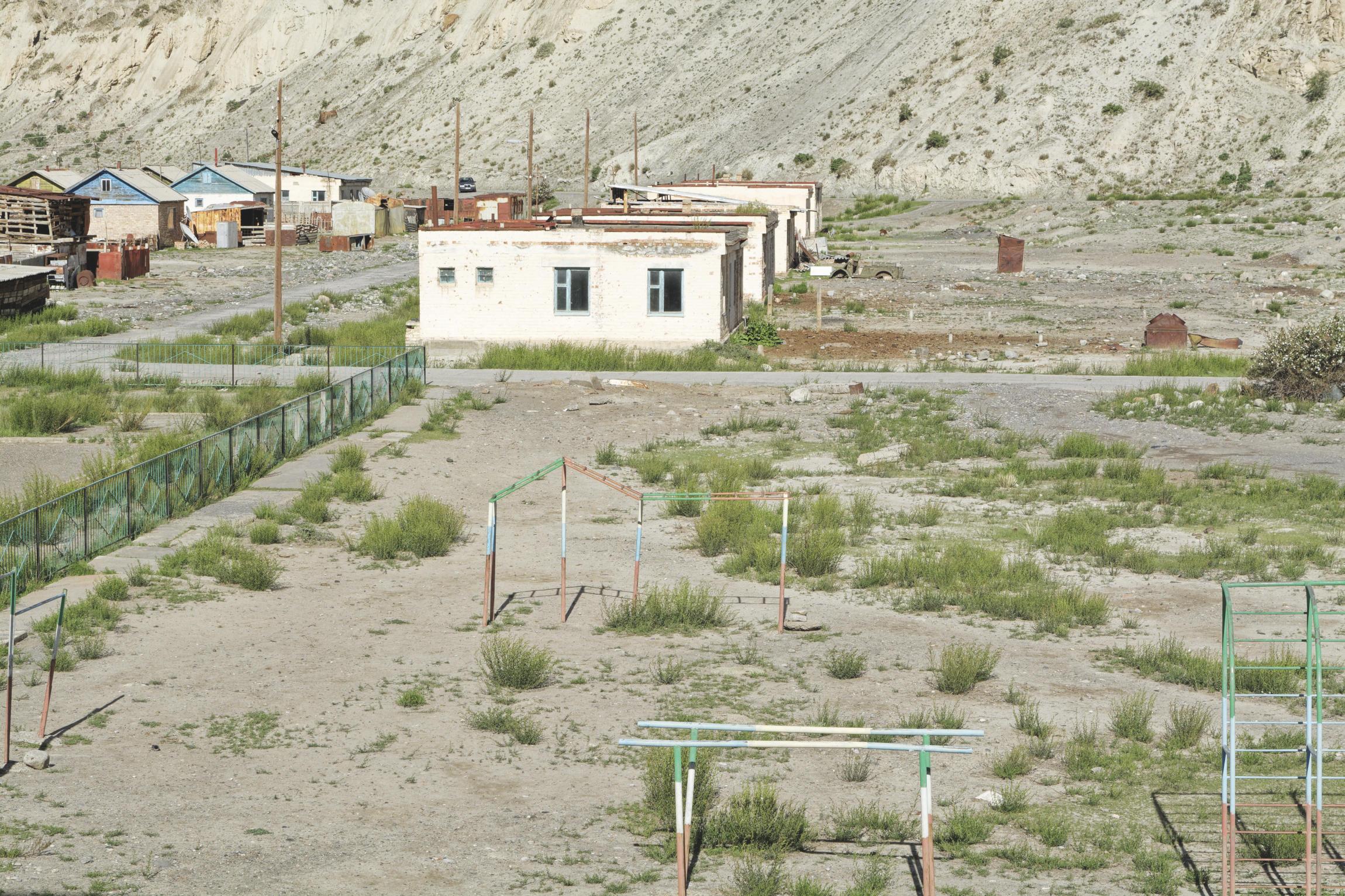 Terrain de jeu à l'abandon Inylchek Kirghizstan