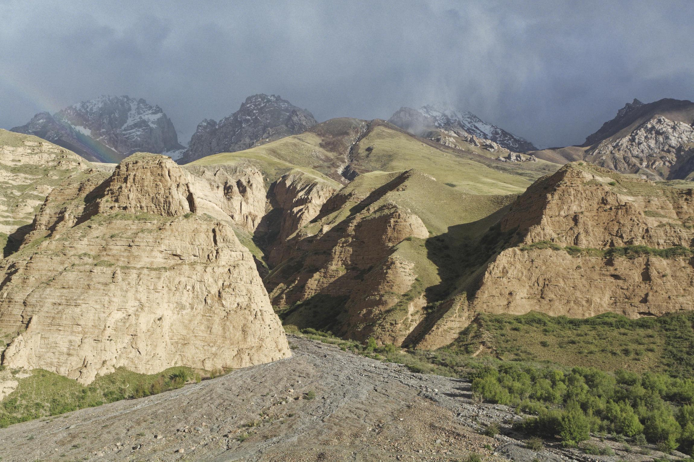 Falaises vallée de Kaindy Kirghizstan