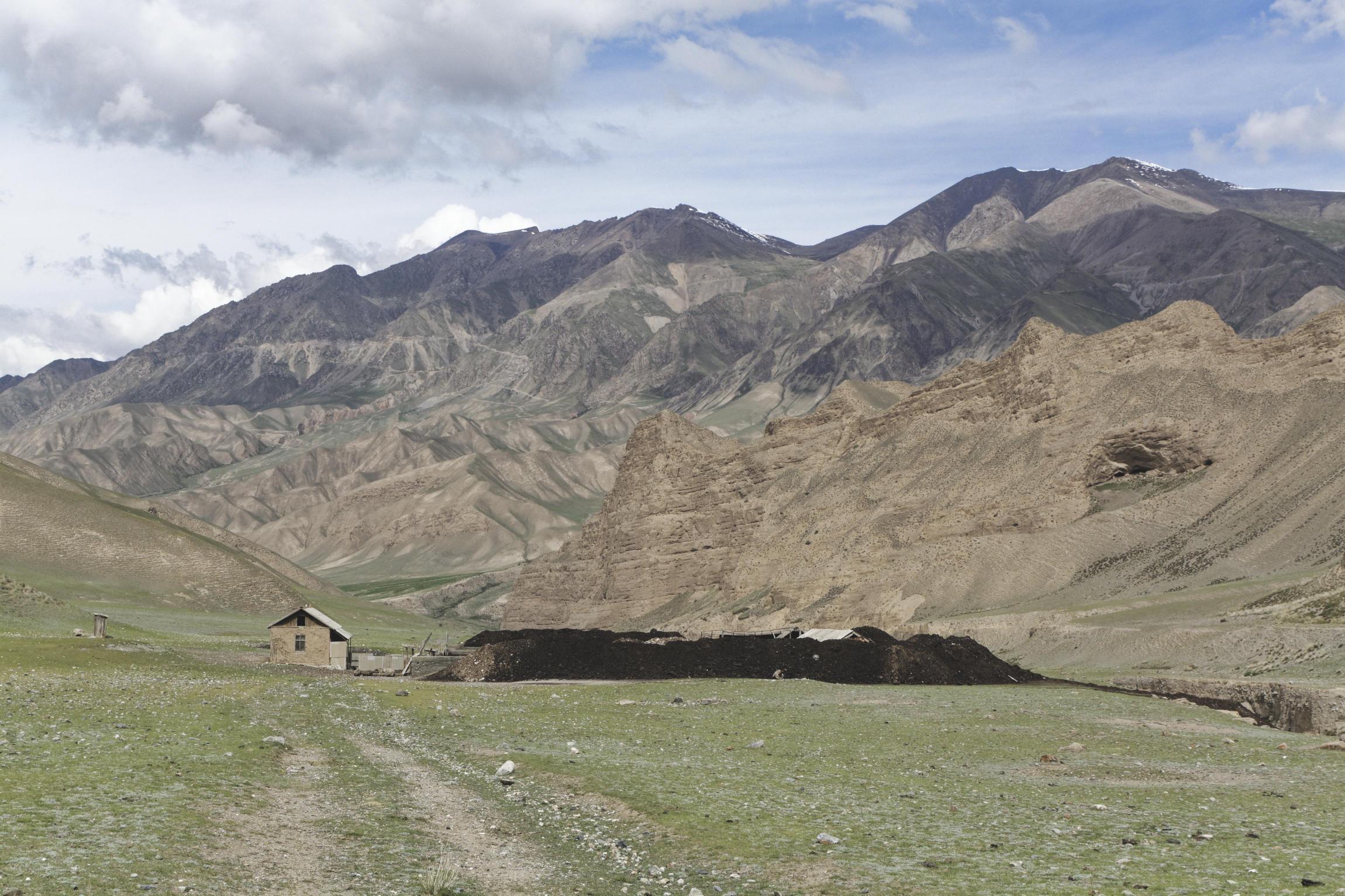 Bâtiment agricole vallée de Kaindy Kirghizstan