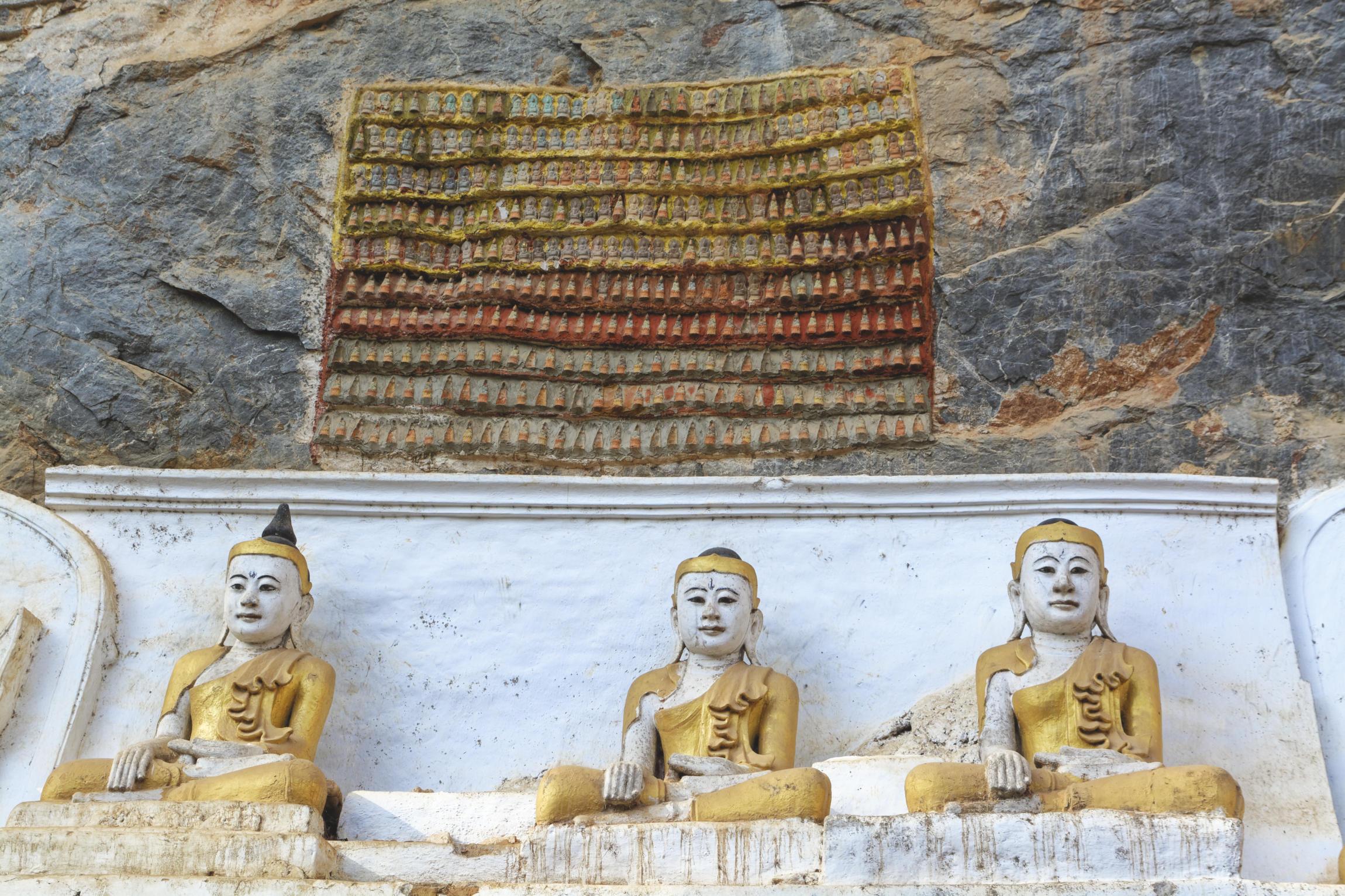 Kawgun Cave Hpa-An sculptures de bouddhas