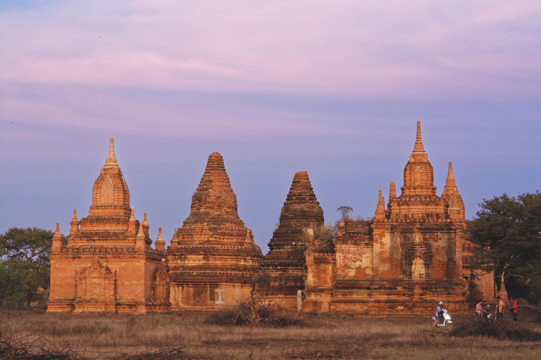 Bagan au coucher du soleil