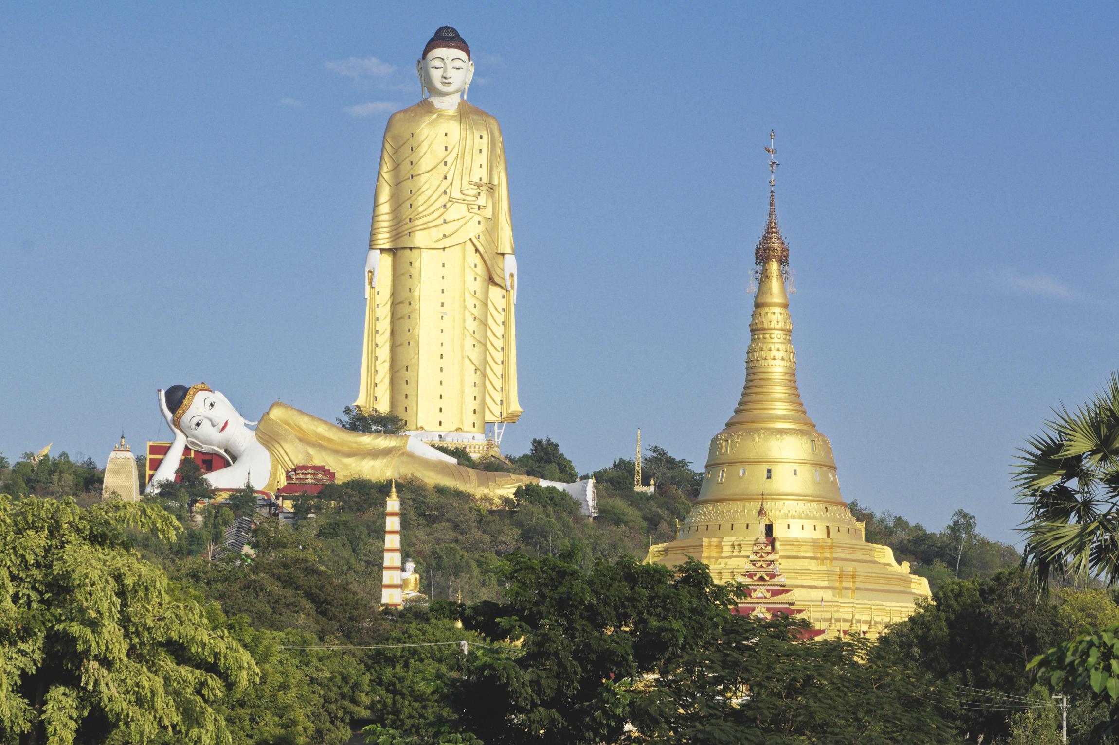 Bodhi Tataung : bouddhas géants debout et couchés
